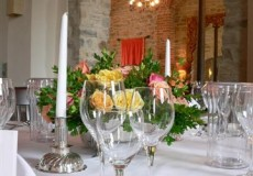 Festtafel mit Lobbyblick im Restaurant